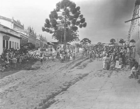 Foto antiga de Vitória da Conquista - Rua Grande no início do século XX.