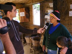 Visitante sendo entrevistada durante visita ao Rancho do Tropeiro.