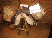 Cangalha e bruacas, em exposição no Rancho do Tropeiro.