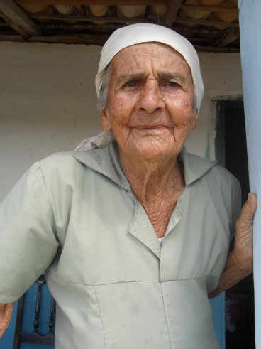 Dona Ana Rocha (Donana), benzedeira da região de Lagoa do Mulatinho, zona rural de Vitória da Conquista.